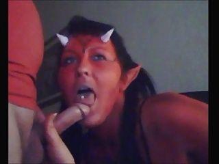 흥분 악마 병아리는 성기를 빨고 정액을 먹는다.