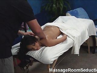 뜨거운 사춘기는 마사지 치료사에 의해 범 해졌다!