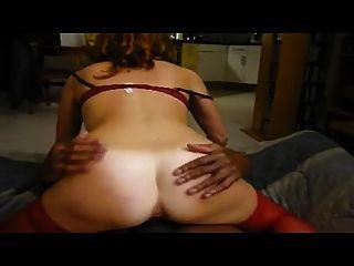 아내가 남편 앞에서 뜨거운 오르가즘에 신음