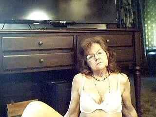 64 y.o.긴 머리를 가진 달콤한 섹시한 할머니