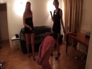 잔인한 숙녀는 노예와 즐겁게 지낸다.