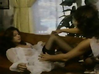 uschi digart 및 알 수없는 여자 레즈비언 장면
