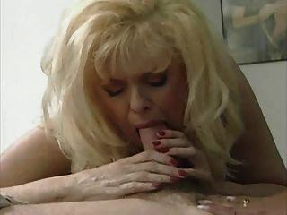 뜨거운 3 가지 방법으로 섹시한 금발의 엄마 안나 리사