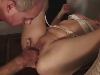 사무실에서 성숙한 스타킹 섹스