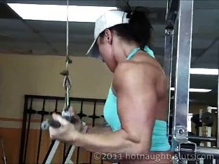 근육 소녀 운동과 샤워