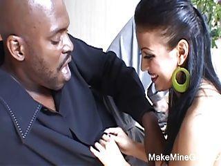 뜨거운 아시아 마야는 흑인 남자에 의해 심하게 망했어.