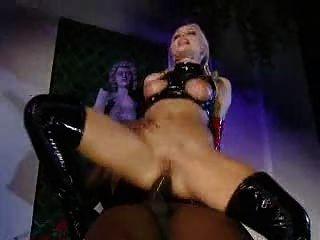 실비아 성자 라텍스 엉덩이에