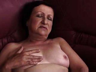통통한 할머니 놀이 및 손가락