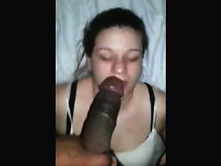 숙련 된 백인 소녀 deepthroats 검은 거시기와 스타일