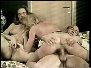 더러운 사진 (danish vintage threesome)