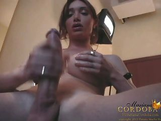 그녀의 거시기를 쓰다듬어 마리아 코르도바