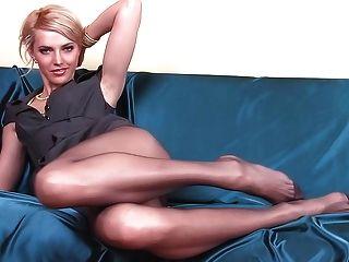 긴 팬티 스타킹 다리가있는 마른 베이비