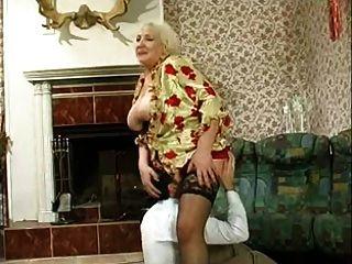 거유 한 할머니가 망했어.