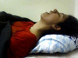 오르가즘 데 인도 소녀.좋은 식.(비 누드)