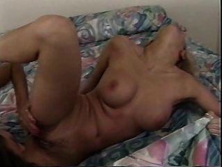 고전적인 젊은 레즈비언은 뜨거운 섹스를했습니다.