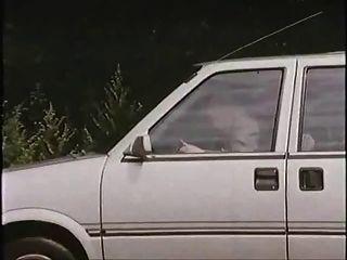 차에 매춘부와 늙은이