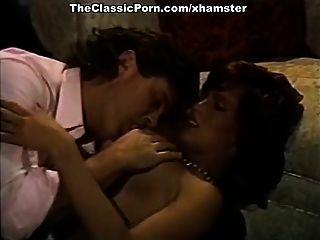 섹시한 복고풍 베이비와 빈티지 포르노 영화