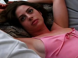 syren 미소가 깨어나서 렉스에게 잠에서 깨어 난다.