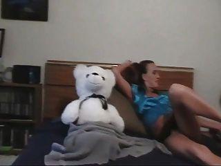 소녀와 그녀의 테디 베어