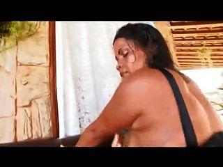 자이언트 엉덩이를 가진 브라질 엄마