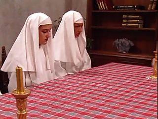 수녀들에게 즐거움을주는 로버트 리보