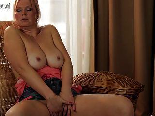 젖은 점점 큰 가슴 주부 엄마