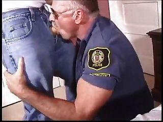 나는 경찰을 사랑해.