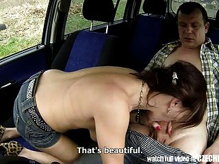 체코 어 미친 창녀가 차에 좆