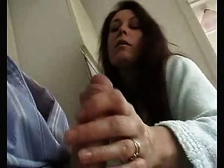 영국의 아내가 관능적 인 욕심을 갖게하고 남편을 빨아들입니다!