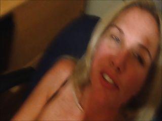 그녀의 얼굴에 정액과 아내 cums