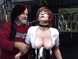 섹시한, 성숙한 빨간 머리 그녀의 음모와 함께 놀아, 섹스 스윙에서 성기를 빨아