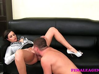 cum의 두꺼운 로프에서 여성 대리인 큰 boobed milf 결과
