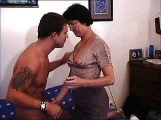엄마 앞에서 엄마 랑 섹스 해.