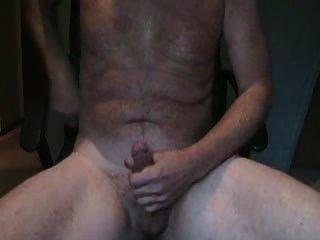 훌륭한 오르가즘을 가진 남성 웹캠 자위