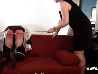 리나 k는 남자 하녀를 처벌하다.
