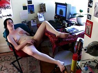 두 개의 큰 오르가즘에 그녀의 트 와치를 저주하다.