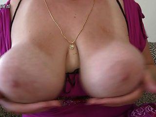 버그 젖은 점점 성숙한 매춘부 엄마 브레스트