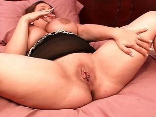 큰 가슴 bbw 아내가 소녀들에게 나에게 수제 포르노를 가지고있어.