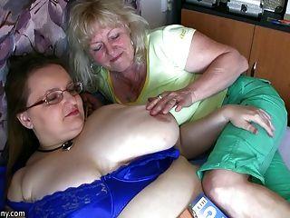 통통한 할머니와 베테랑 하드 코어에서 자위하는 할머니