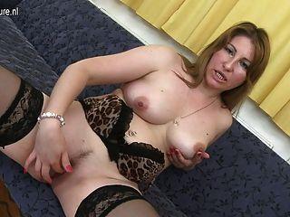 그녀의 젖은 성충과 노는 발정 난장