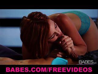 섹시한 빨간 머리 여자 친구 조디 테일러는 그녀의 남자에게 사랑을 만든다.