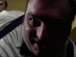 포르노 분대에서 경비원을 처형하다.