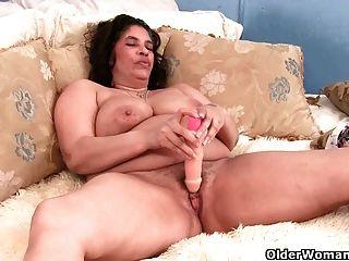아직도 젖 먹는 할머니를 본 적이 있습니까?