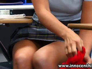 섹시한 여학생 rilynn rae 교실 rammed