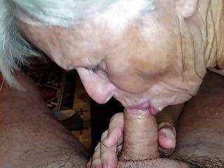 할머니가 내 거시기 빠는