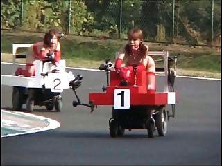 일본의 속박과 분출물!로봇 경주