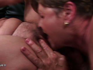 두 성숙한 엄마 섹스 하나 뜨거운 새끼 사춘기
