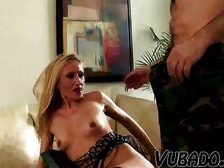 오래 된 아내는 그녀의 더 젊은 남작에 의해 망할!