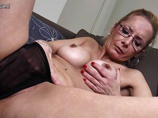 큰 딜도 라구 딜도와 섹시한 할머니