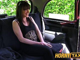 hornytaxi 결혼 한 여자는 좋은 하드 빌어 먹을 걸립니다.